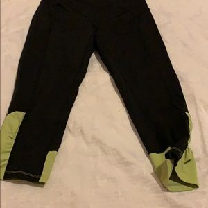 Green cropped leggings